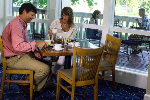 https://www.lakeblackshearresort.com/wp-content/uploads/2014/12/900-Cordelias-Diners.jpg