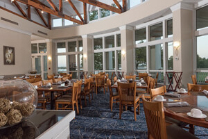 https://www.lakeblackshearresort.com/wp-content/uploads/2016/08/Feature5_Restaurant.jpg